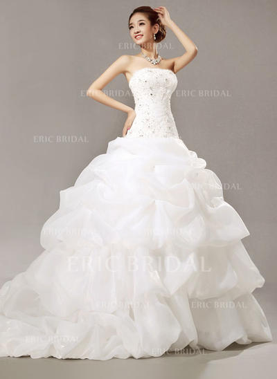 Ball-Gown Organza Sleeveless Strapless Cathedral Train Wedding Dresses (002147912)