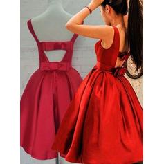 A-Line/Princess Scoop Neck Knee-Length Taffeta Cocktail Dresses With Ruffle Bow(s)