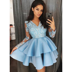 A-Line/Princess V-neck Short/Mini Satin Cocktail Dresses With Appliques Lace