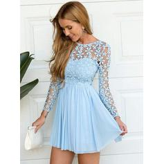 A-Line/Princess Scoop Neck Short/Mini Chiffon Cocktail Dresses With Lace