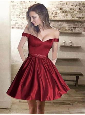 A-Line/Princess Off-the-Shoulder Short/Mini Satin Homecoming Dresses With Ruffle Beading