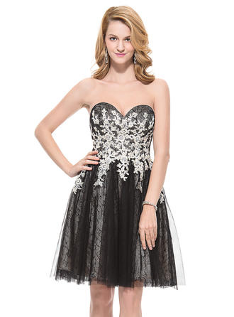 A-Line/Princess Sweetheart Knee-Length Homecoming Dresses With Beading Appliques Lace Sequins