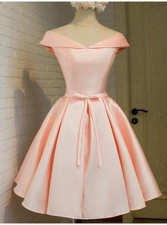 A-Line/Princess Off-the-Shoulder Knee-Length Satin Homecoming Dresses With Sash Bow(s)