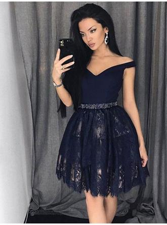 A-Line/Princess Off-the-Shoulder Short/Mini Lace Homecoming Dresses With Beading