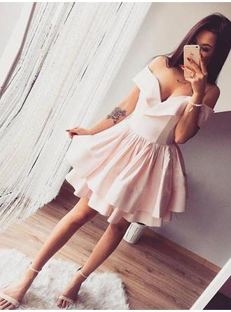 A-Line/Princess Off-the-Shoulder Short/Mini Homecoming Dresses With Ruffle