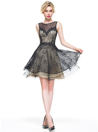 A-Line/Princess Scoop Neck Knee-Length Lace Cocktail Dress