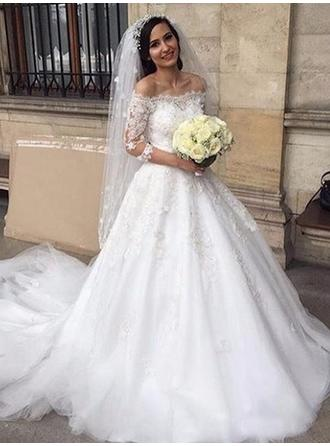 Off-The-Shoulder Ball-Gown Wedding Dresses Tulle Lace Appliques Lace Half Sleeves Chapel Train