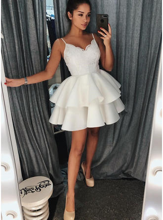 A-Line/Princess V-neck Short/Mini Homecoming Dresses With Ruffle Lace