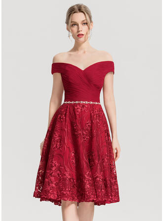 A-Line/Princess Off-the-Shoulder Knee-Length Lace Cocktail Dress With Ruffle Beading