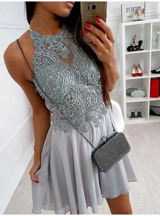 A-Line/Princess Halter Scoop Neck Short/Mini Homecoming Dresses With Lace Appliques Lace