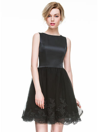 A-Line/Princess Scoop Neck Short/Mini Satin Tulle Cocktail Dress With Appliques Lace