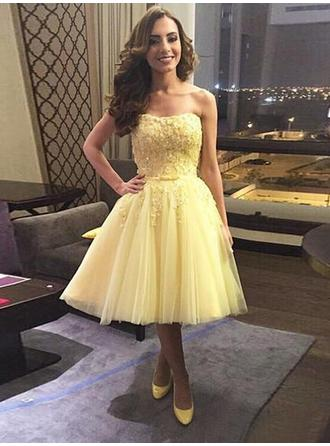 A-Line/Princess Strapless Knee-Length Tulle Cocktail Dresses With Bow(s)